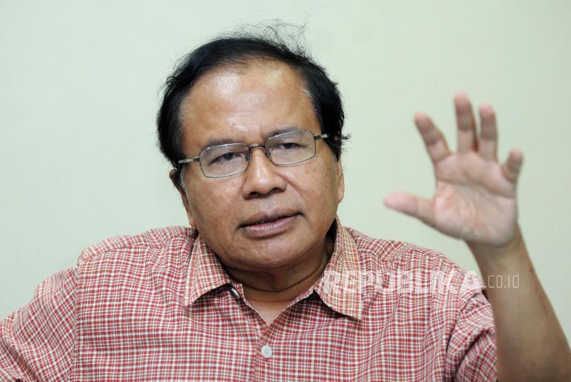 Mantan Menteri Koordinator Bidang Perekonomian Rizal Ramli memaparkan pendapat saat melakukan kunjungan ke Kantor Republika, Jakarta, Rabu (18/4).