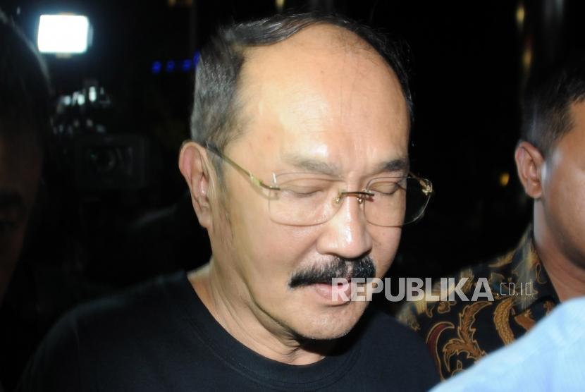 Pengacara Fredrich Yunadi tiba usai dijemput paksa oleh tim penyidik KPK di Gedung KPK, Jakarta, Sabtu (13/1).