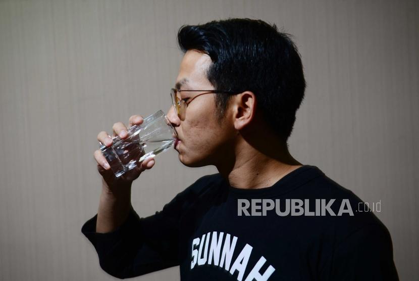Jangan lupa minum air putih saat bersahur.