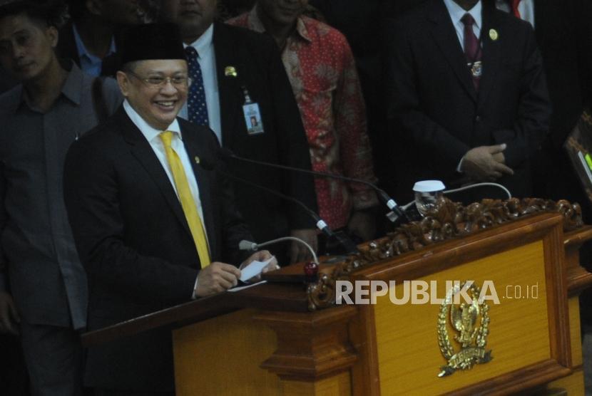 Pidato Perdana Sebagai Ketua DPR, Bamsoet: Salam Tiga Jari!
