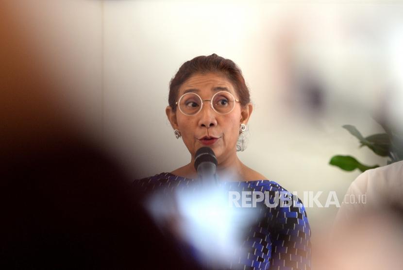 Stop Polemik Kapal Cantrang. Menteri Kelautan dan Perikanan Susi Pudjiastuti memberikan paparan saat konferensi pers terkait polemik kapal cantrang di Kementerian Kelautan dan Perikanan, Jakarta, Kamis (18/1).