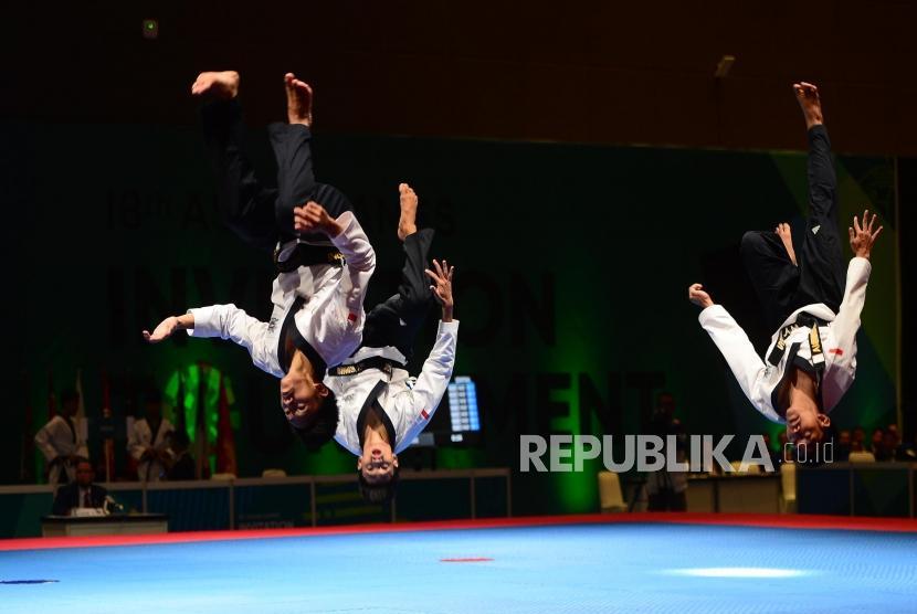 Invitation tournament asian games 2018 taekwondo republika online sedang memperlihatkan gerakan gerakan poomsae pada babak final poomsae beregu di event invitation torunament asian games 18 di jakarta sabtu 102 stopboris Gallery