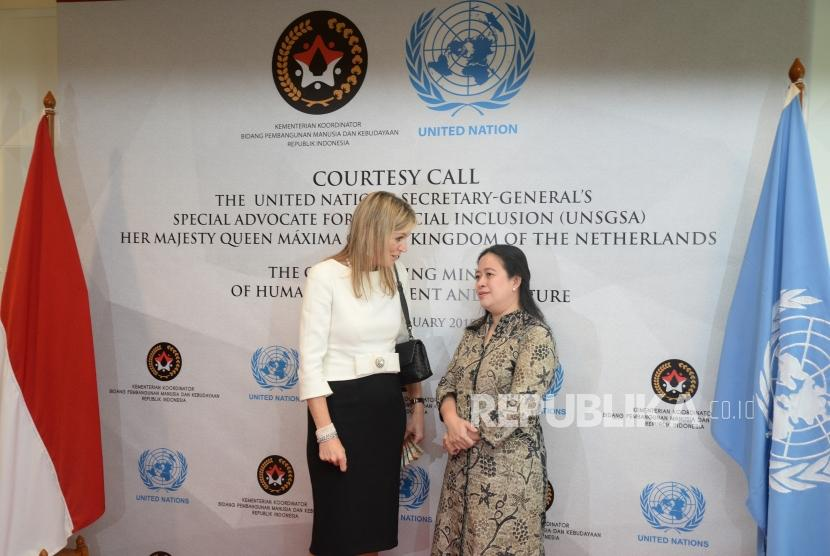 Coordinating Minister for Human Development and Culture Puan Maharani discusses financial inclusion with Queen Maxima at the ministry office on Tuesday.