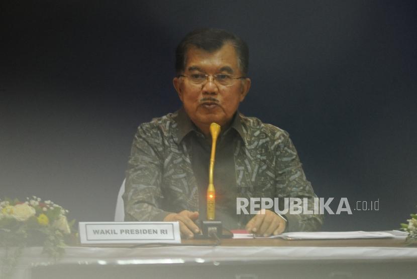 Wakil Presiden RI Jusuf Kalla memberikan sambutan saat  memimpin rapat prestasi Asian Games 2018. Jakarta. Kamis (8/3).