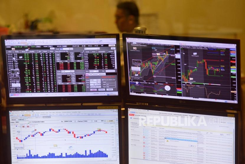 Layar Pergerakan indeks harga saham gabungan (IHSG) di Bursa Efek Indonesia (BEI), Jakarta, Selasa (28/11).