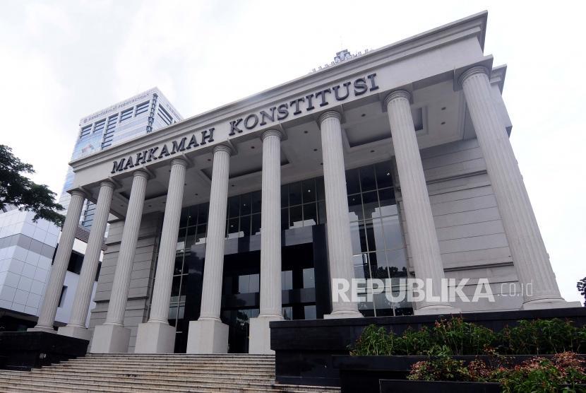 Suasana Gedung Mahkamah Konstitusi di Jalan Medan Merdeka Barat, Gambir, Jakarta, Senin (15/1).