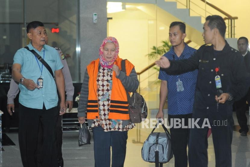 In Picture: KPK Tahan Empat Tersangka OTT PN Tangerang