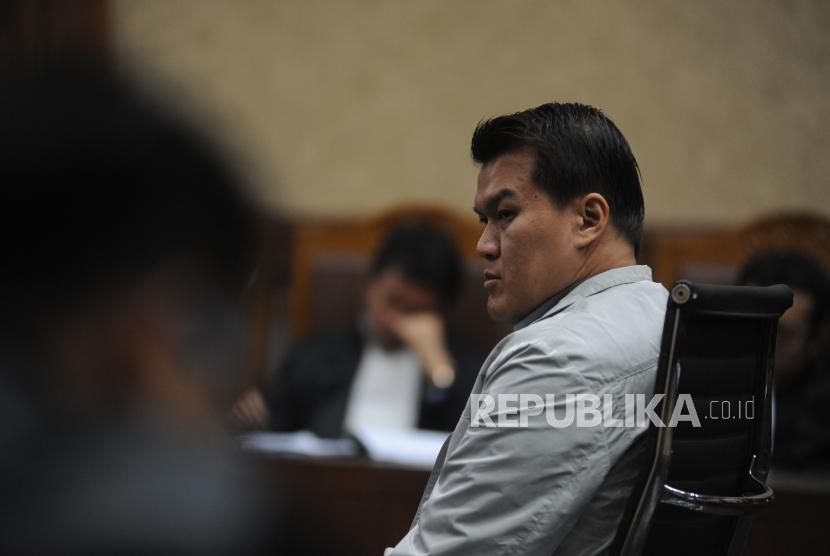 Terdakwa tindak pidana korupsi kasus KTP Elektronik Andi Agustinus alias Andi Narogong saat sidang lanjutan dengan agenda pembacaan tuntutan  di Pengadilan Tipikor, Jakarta, Kamis (07/12).
