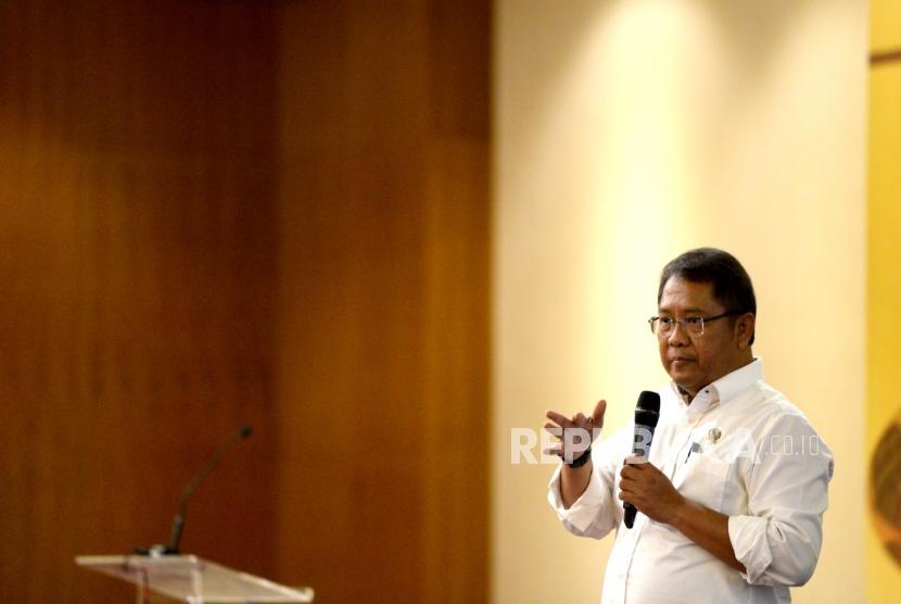 Menkominfo Rudiantara memberikan paparan utama saat CEO Gathering 2018 di Jakarta, Kamis (11/1).