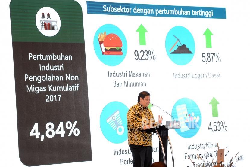 Laju Pertumbuhan Industri. Menteri Perindustrian Airlangga Hartarto memberikan paparan saat acara Digital Economy Disruption and CNBC Indonesia Dialogue di Jakarta, Kamis (8/2).