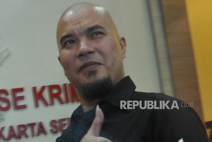 Musisi Ahmad Dhani saat memenuhi panggilan penyidik Polres Metro Jakarta Selatan, Kamis (30/11).