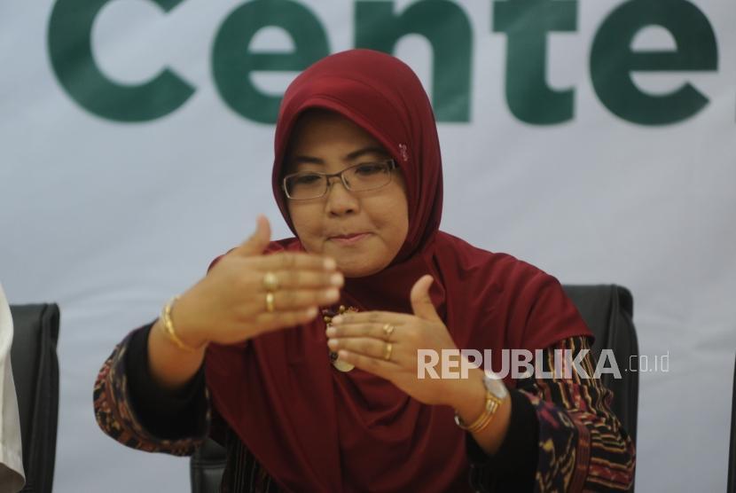 Konfrensi Pers. Anggota Baznas Nana Mintarti Memberikan keterangan kepada media dalam  konfrensi pers di  Kantor Baznas, Jakarta, Kamis (18/1).
