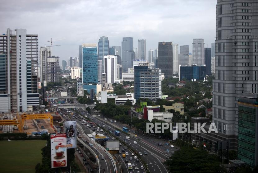 Deretan gedung-gedung perkantoran di Kawasan Kota Jakarta, Senin (15/1).