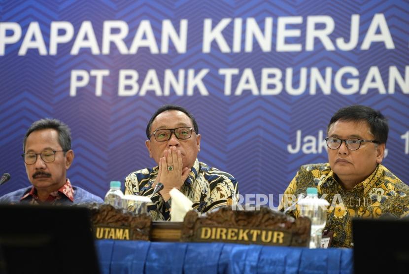 Laba Bersih BTN 2017. Direktur Utama Bank BTN Maryono (tengah) mengikuti paparan publik kinerja Bank BTN per 31 Desember 2017 di Menara BTN, Jakarta, Selasa (13/2).