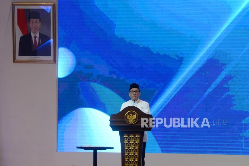 Gubernur BI Agus Martowardojo memberi sambutan saat acara pembukaan Indonesia Sharia Economic Festival (ISEF) 2017 di Surabaya, Jawa Timur, Kamis (9/11).