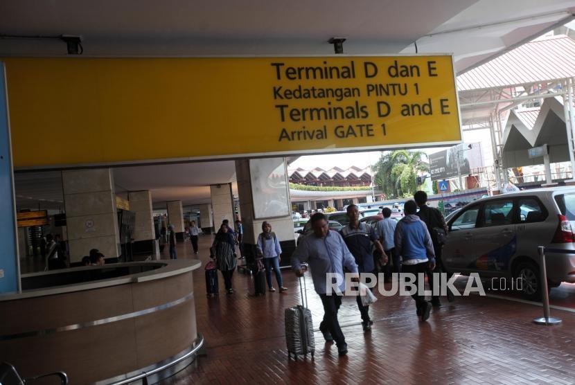 Suasana kondisi kedatangan di Terminal dua Bandara Soekarno-Hatta, Tangerang, Banten, Rabu (21/2).