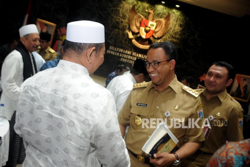 Gubernur DKI Jakarta Anies Baswedan saat bertemu sejumlah ulama dan tokoh agama di Balai Agung, Balai Kota DKI Jakarta, Selasa (14/11).