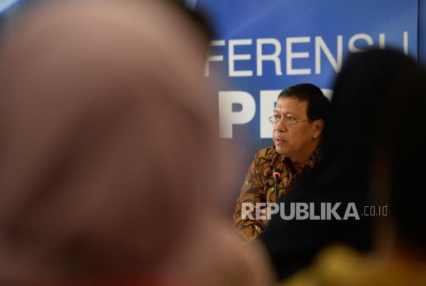 Penerimaan Pajak 2017. Dirjen Pajak Robert Pakpahan memberikan paparan penerimaan pajak 2017 di Jakarta, Jumat (5/1).