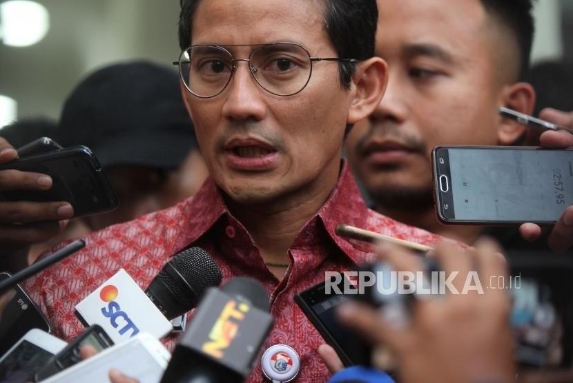 Wakil Gubernur DKI Jakarta Sandiaga Uno memberikan keterangan kepada media seusai menjalani pemeriksaan dalam kasus dugaan penipuan dan penggelapan tanah di Direktorat Reserse Kriminal Umum Polda Metro Jaya, Jakarta, Kamis (18/1).