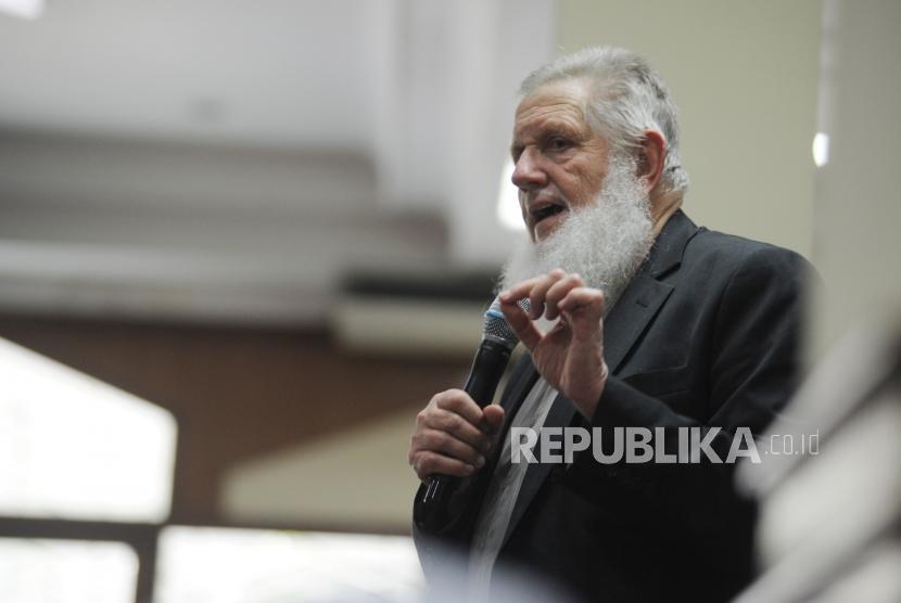 Sheikh Yusuf Estes at Sunda Kelapa Grand Mosque, Jakarta, Sunday, (March 18).