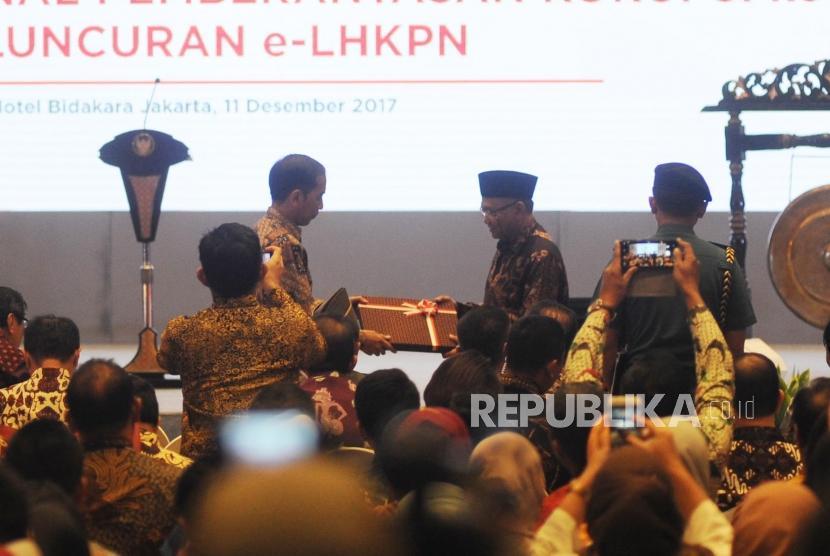 KPK Berikan Penghargaan Tertinggi kepada Presiden Jokowi