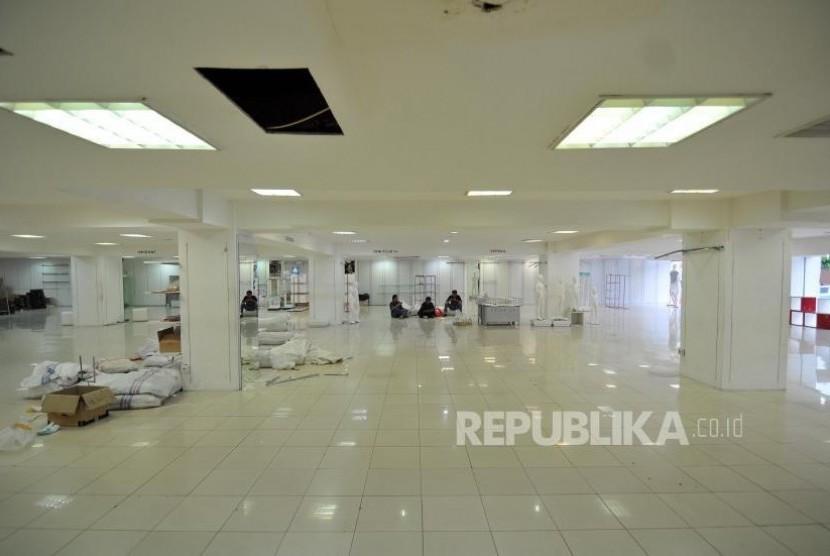 Suasana Lotus Department Store di Jalan MH Thamrin, Jakarta Pusat, Kamis (26/10).