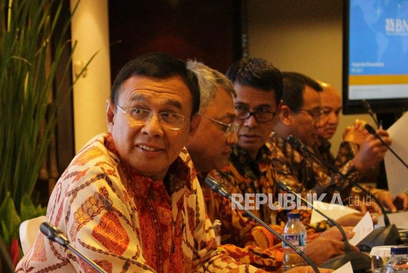 Direktur Utama Bank BNI Ahmad Baiquni (kiri)