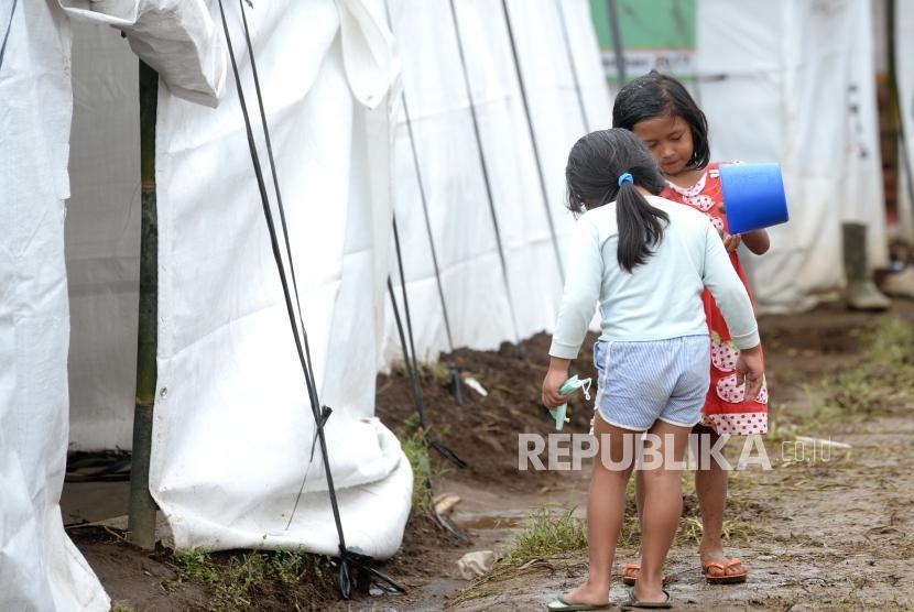 Kemensos: Pengungsi Erupsi Gunung Agung 48.671 Jiwa