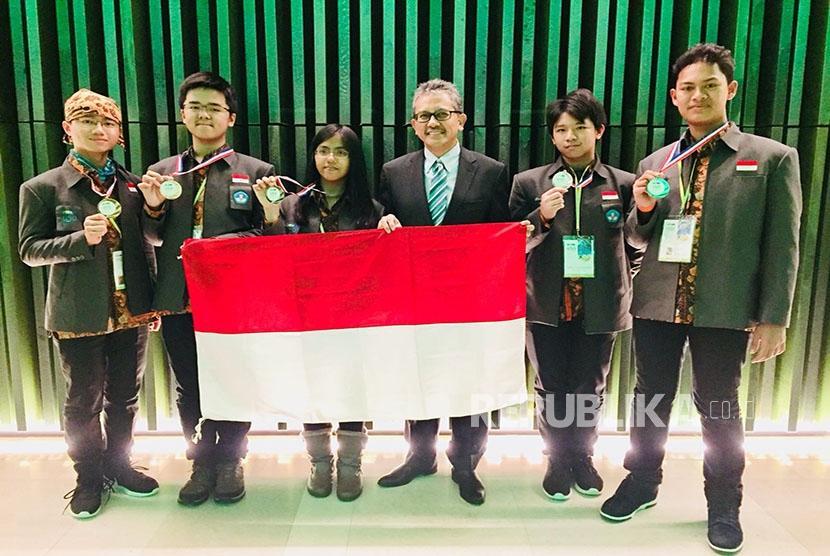 Pelajar Indonesia Raih Prestasi Olimpiade Sains di Belanda