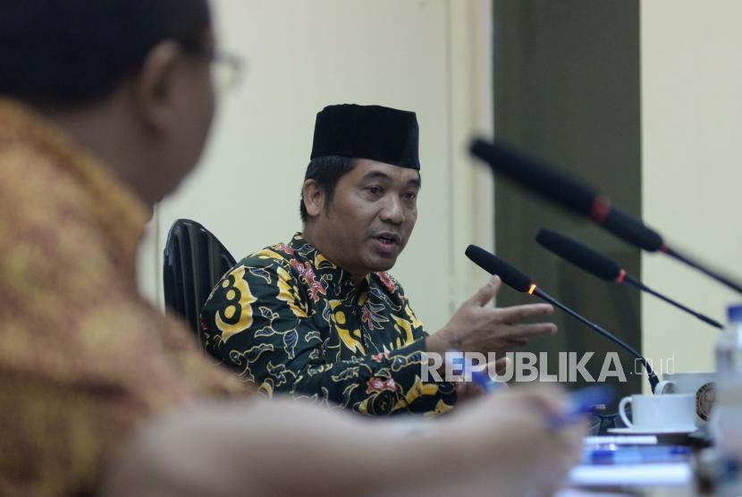 Direktur Lingkar Madani Ray Rangkuti menyampaikan pendapatnya dalam diskusi di Kantor PARA Syndicate, Jakarta, Jumat (26/1).