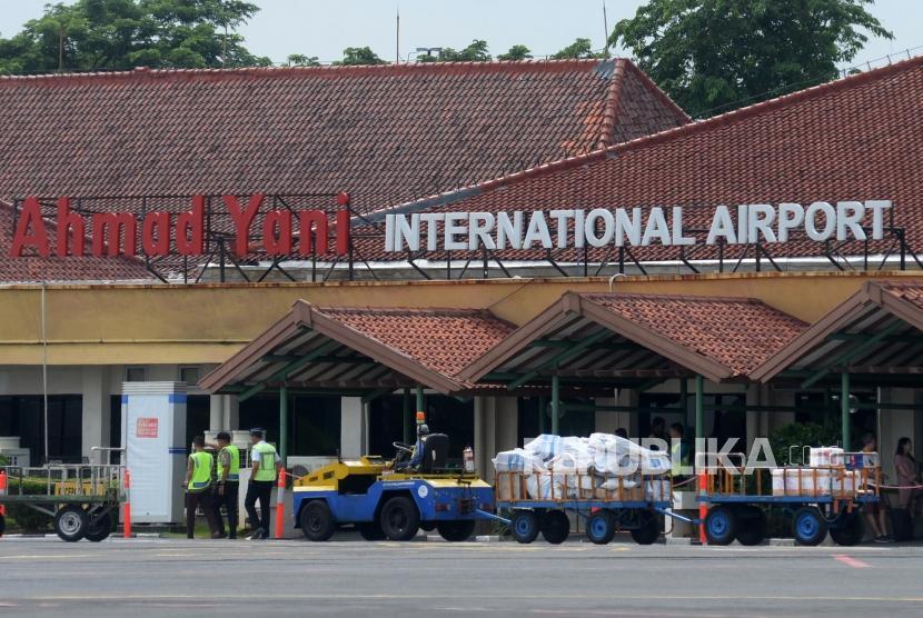 Terminal Bandara Internasional Ahmad Yani, Semarang, Jawa Tengah, Jumat (24/11).