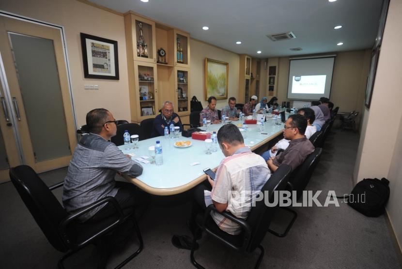 Kunjungan  Direksi PT Pembangunan Jaya Ancol ke kantor Harian Republika,Jakarta, Jumat (10/11).