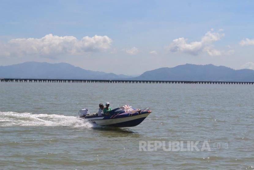 Sebuah speed boat dari Tawau Malaysia saat tiba di Pelabuhan Sei Nyamuk Pulau Sebatik Nunukan, beberapa waktu lalu.