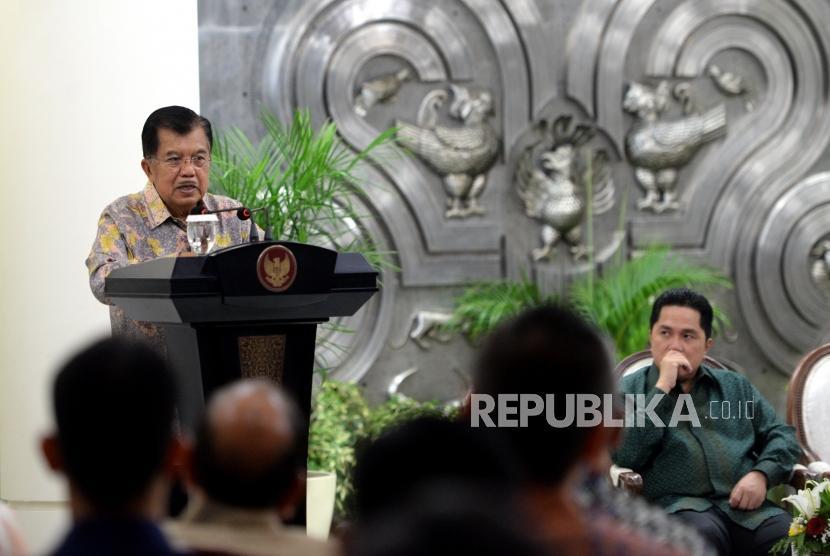 Wakil Presiden  sekaligus Ketua Pengarah Asian Games 2018, Jusuf Kalla memmberikan arahan usai penandatangaan kerjasama sponsor Asian Games 2018 di Istana Wapres, Jakarta, Rabu (6/12).