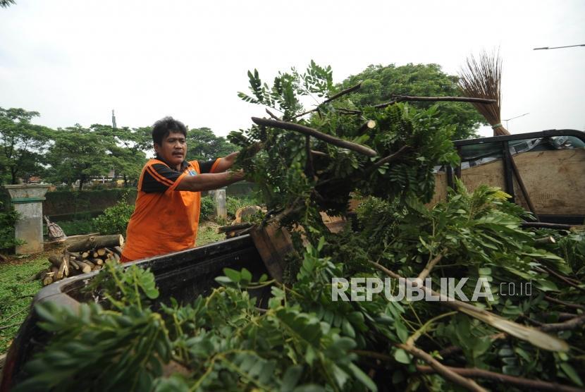 BPBD Kota Solo Waspadai Potensi Banjir dan Pohon Tumbang