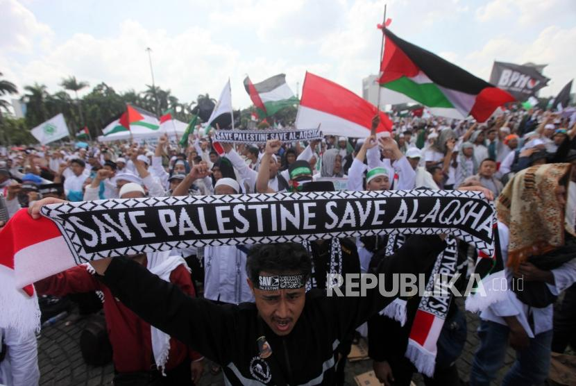 Hundred of thousands of Muslims participate in Action to Defend Palestine 115 at National Monument (Monas) area, Central Jakarta, on Friday (May 11).