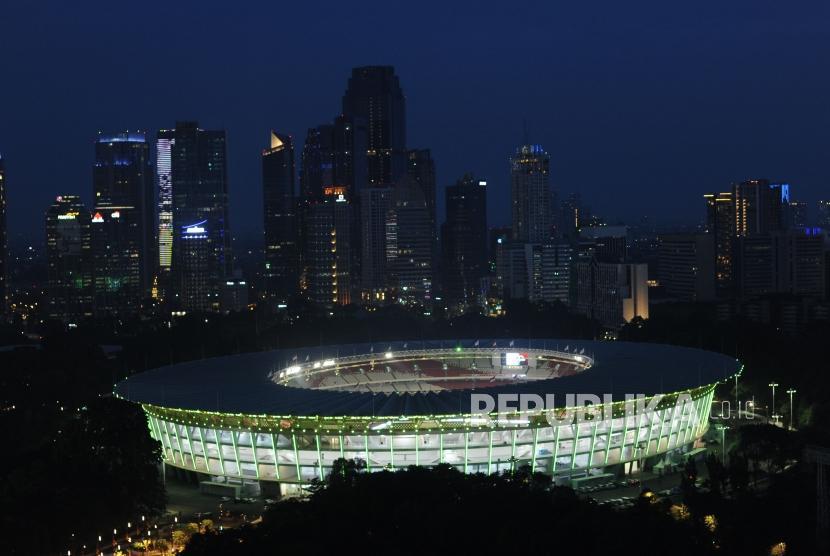 Wajah Baru Stadion Utama Gelora Bung Karno pada malam hari usai renovasi.