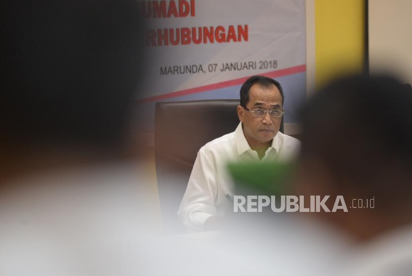 Menteri Perhubungan Budi Karya Sumadi mengunjungi Sekolah Tinggi Ilmu Pelayaran (STIP) di Marunda, Jakarta, Ahad (7/1).