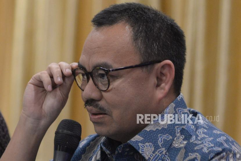 Bakal Calon Gubernur Jawa Tengah Sudirman Said memberikan keterangan kepada wartawan di Jakarta, Selasa (2/1).