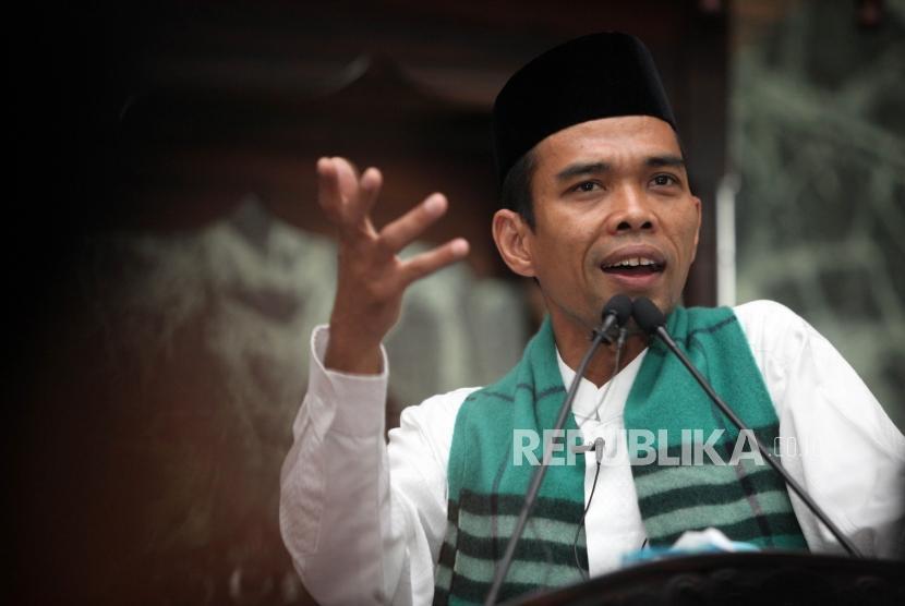 Ustadz Abdul Somad menyampaikan tausiyahnya saat Kuliah Dhuha di Masjid Agung Sunda Kelapa, Jakarta, Ahad (4/2).