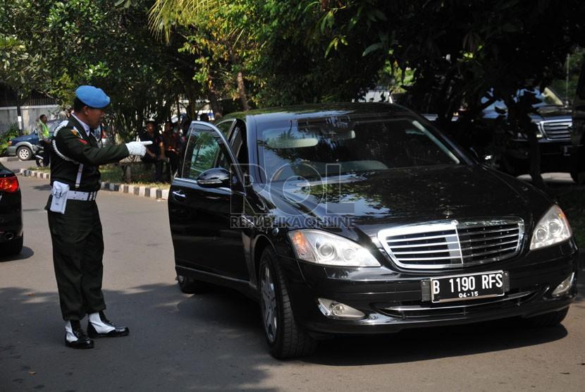 Mobil dinas baru Presiden Jokowi dengan pengawalan pasukan pengamanan Presiden (Ilustrasi)