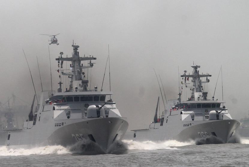 Sejumlah Kapal Republik Indonesia (KRI) melakukan