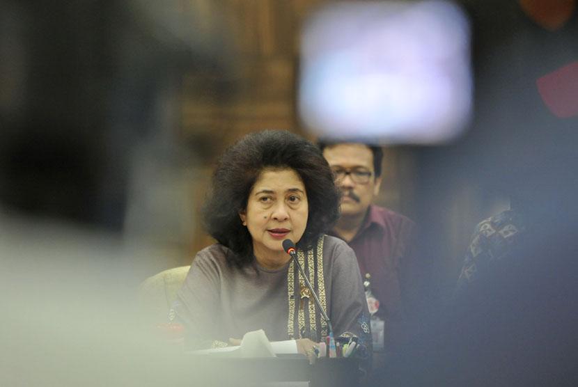 Menkes Nila Farid Moeleok saat konferensi pers terkait Program Indonesia Sehat di Kantor Kemenkes Jakarta, Rabu (5/11). (Antara/Andika Wahyu)