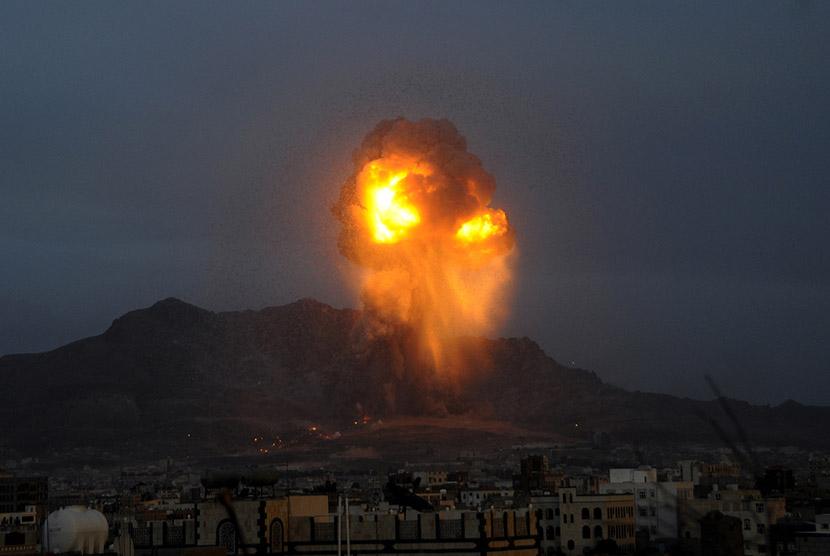 Ledakan dahsyat terjadi di sebuah gudang persenjataan  (ilustrasi)