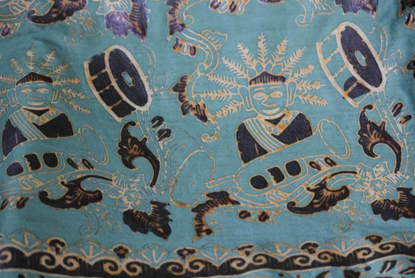 Produk kain batik di Sentra batik Betawi di Cilandak, Jakarta Selatan.