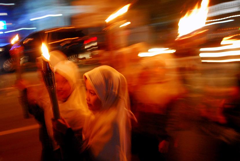 Warga melaksankan kirab menyemarakkan tahun baru Islam 1439 Hijriyah