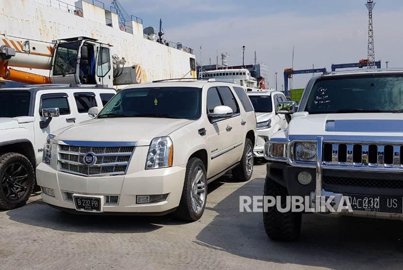 16 kendaraan yang disita Komisi Pemberantasan Korupsi (KPK) dari Bupati Hulu Sungai Tengah (HST) Abdul Latief.