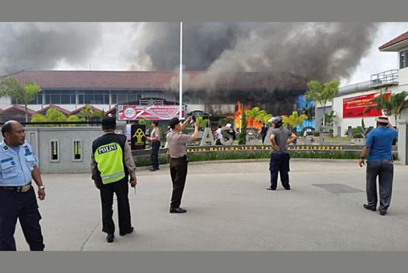 Lapas Banceuy yang terbakar di Jalan Soekano Hatta, Bandung, Sabtu (23/4).