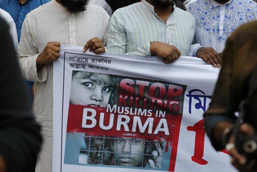 Aksi unjuk rasa memprotes penindasan warga Muslim Rohingya yang dilakukan oleh pemerintah Myanmar.