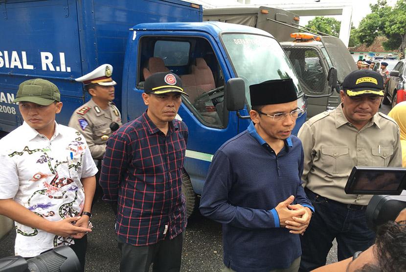 Gubernur NTB TGH M Zainul Majdi meninjau langsung lokasi banjir di Kota Bima, Kamis (22/12).